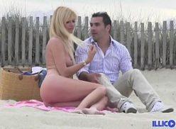 Sexo gostoso na casa de praia com uma loira safada