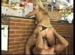So gostosas fudendo com seu macho no bar
