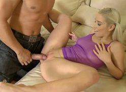 Xvideos sexo com uma loirinha safada dando a buceta